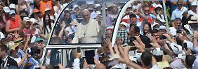 Papst Franziskus spricht im Olypmiastadion von Sarajevo vor rund 60.000 Menschen.