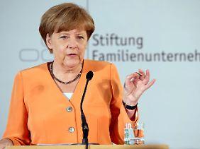 Angela Merkel verweist auf die lockere Geldpolitik in den USA und Japan.