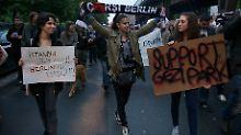 Auch in Berlin solidarisierten sich zahlreiche Menschen mit den Çarşı-Demonstranten am Istanbuler Gezi-Park.