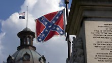 Flaggen-Diskussion nach Massaker: 13 Mal Hass auf rotem Grund