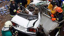 Helfer konnten den Taxifahrer nur noch tot bergen.