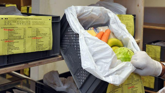 Flüchtlinge würden durch die Essenspakete entmündigt, kritisieren Flüchtlingsverbände.