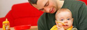 Das neue Elterngeld soll Väter unterstützen, die sich mehr um den Nachwuchs kümmern wollen.