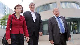 Kipping, Riexinger, Gysi (v.l.) - die Spitze der Linken greift vor allem Kanzlerin Merkel an.