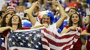 Vor 51.176 frenetischen Zuschauern im Olympiastadion von Montreal schossen Spielführerin Carli Lloyd ...