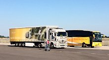 Neben den Tucks präsentierte Mercedes die Sicherheitssysteme auch in Bussen und Vans.
