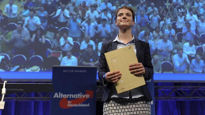 Frauke Petry - mit ihrer Wahl hat die AfD einen klaren Ruck Richtung Rechtspopulismus vollzogen.