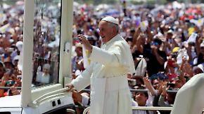 """Papst begeistert Südamerikas Arme: """"Ich segne euch jetzt, kostet auch nichts"""""""
