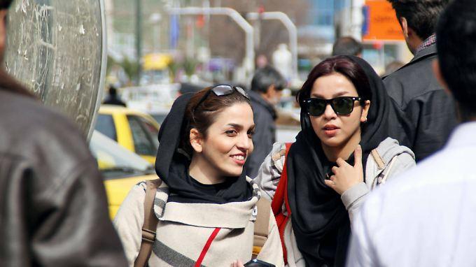 Junge Iranerinnen beim Shopping. Deutsche Produkte sind im Iran extrem beliebt.