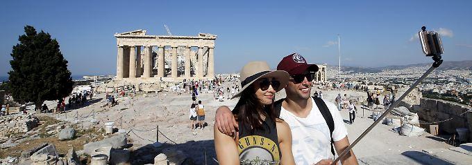 Die Urlauber bleiben weg. Die Zahl der Last-Minute-Reisen nach Griechenland ist dramatisch eingebrochen. Seit der Ankündigung des inzwischen abgehaltenen Referendums vor anderthalb Wochen sind Reisebuchungen um 30 Prozent zurückgegangen.