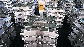 Aluminum-Barren von Alcoa. Die Preise für das Leichtmetall sind im Keller.