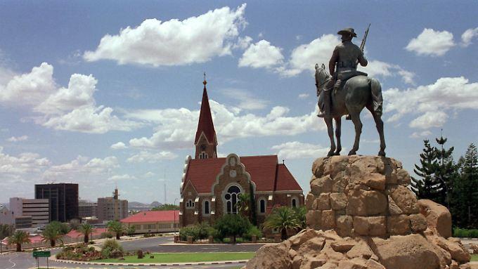 Selbst in Namibia überragen die Denkmäler für die Kolonialherren von einst, die Mahnmale für die Opfer.