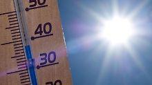 Steigt das Thermometer in der Wohnung, sollten Bewohner selbst keine Wärme erzeugen.