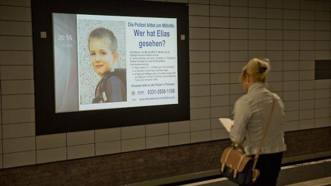 Ab heute wird auf digitalen Infotafeln das offizielle Suchplakat von Elias zu sehen sein.