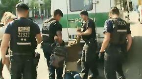 Gerangel vor dem Bundestag: Kipping wettert gegen Polizeieinsatz