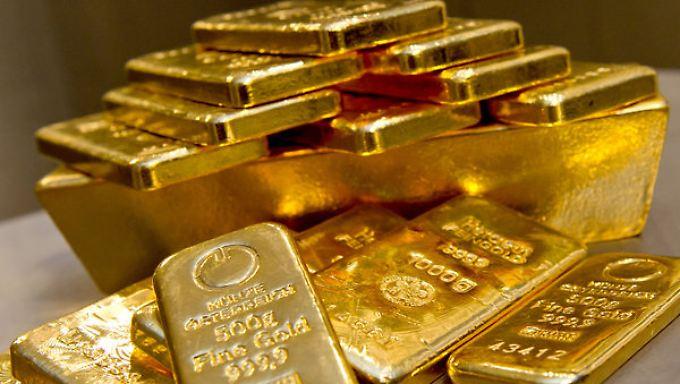 Absturz von Preise und Nachfrage: Goldwert leidet unter wiedererstarktem Dollar
