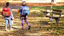 Schultaschen für Flüchtlingskinder: Leo spendet seinen Ranzen
