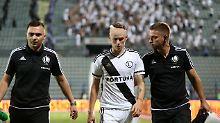 Schiri bricht EL-Spiel in Tirana ab: Fan trifft Spieler mit Stein