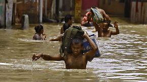 Hunderte Tote in Asien: Fluten und Schlammmassen reißen alles mit sich