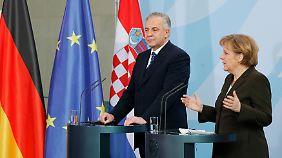 Sanader mit Bundeskanzlerin Angela Merkel wenige Monate vor seinem Rücktritt 2009. Warum er zurücktrat, weiß keiner.