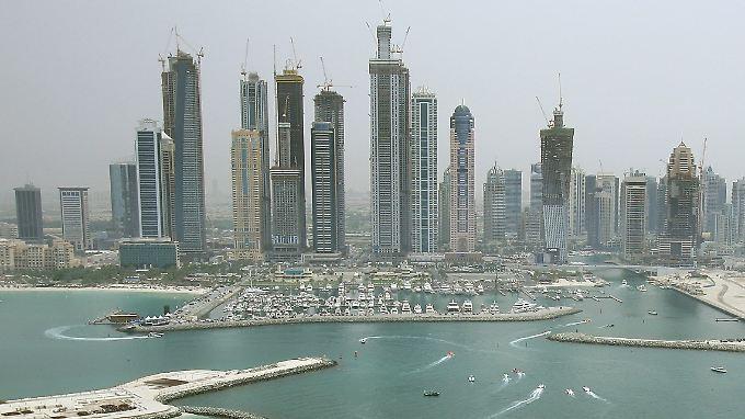 Ein Mann verhindert in Dubai die Rettung seiner eigenen Tochter - er hat Angst um ihre Ehre, sollte ein fremder Mann sie berühren.