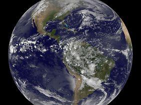Es wären derzeit etwa anderthalb Erden nötig, um den Rohstoffverbrauch zu decken.