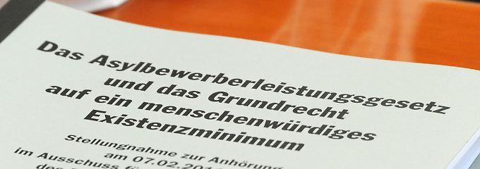 Karlsruhe hat 2012 entschieden: Asylbewerber haben Anspruch auf einen Minimalbeitrag zum menschenwürdigen Existenzminimum.