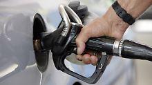 Drängt die Spritpreis-App die Kleinen aus dem Tankstellenmarkt?
