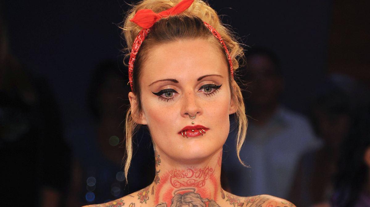 Weist piercings jennifer Jennifer Weist