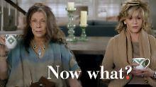 """Was nun? Szene aus der US-amerikanischen Comedy """"Grace and Frankie"""" mit Jane Fonda und Lily Tomlin."""