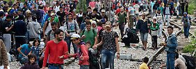 Polizeiliche Absperrung aufgehoben: 1500 Flüchtlinge gelangen nach Mazedonien