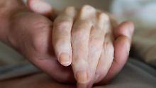 Er ist 80, sie 98: Mutter zieht zu ihrem Sohn ins Altersheim