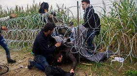 Anhaltender Flüchtlingsstrom: Ungarn macht es Flüchtlingen schwer