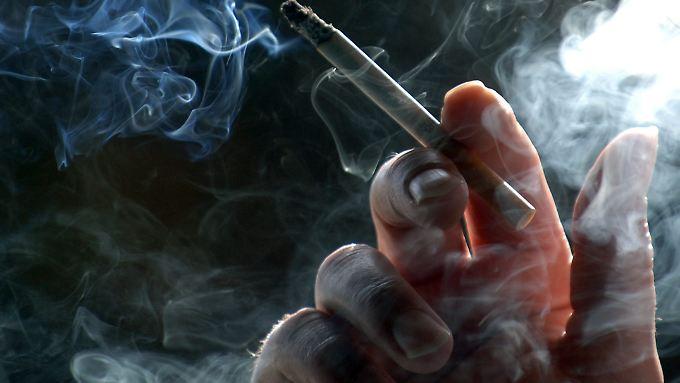Früher Tod entlastet Sozialkassen: Raucher sind billiger