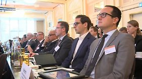 Gute Zahlen reichen nicht: Banker diskutieren den Umbruch