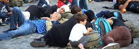 Tausende am Bahnhof gestrandet: Budapest plant Zeltlager für Flüchtlinge