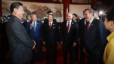 Schröder und Putin im Reich der Mitte: China feiert seine militärische Stärke
