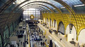 Im Museé d'Orsay bewundern Besucher heute impressionistische Gemälde - und die prachtvolle Architektur.