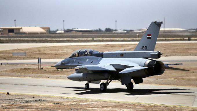Eine der ersten Maschinen für den Irak. Doppelsitzer werden meistens für Trainingszwecke eingesetzt, Einsitzer fliegen die Angriffe.