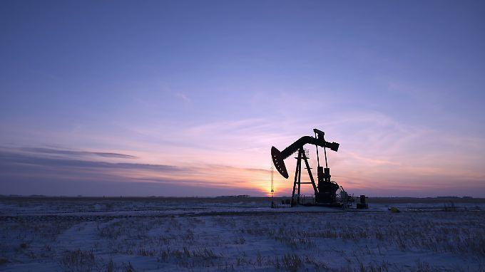 Überproduktion: Öl bleibt wohl weiter billig.