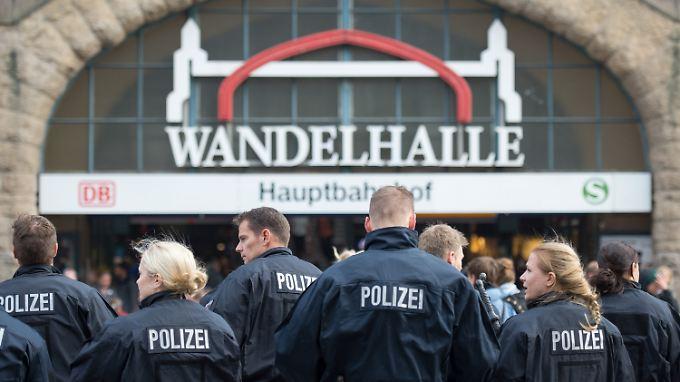 Angespannte Stimmung in Hamburg: Eine friedliche Protestkundgebung eskaliert.