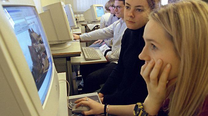 Mehr Klasse statt Masse: Viel am Computer sitzen muss nicht zwingend den Schülerhorizont erweisen. Zudem gibt es Unterschiede je nach sozialer Herkunft.