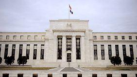 Wer profitiert, wer verliert?: Die wichtigsten Fakten zur Niedrigzinspolitik