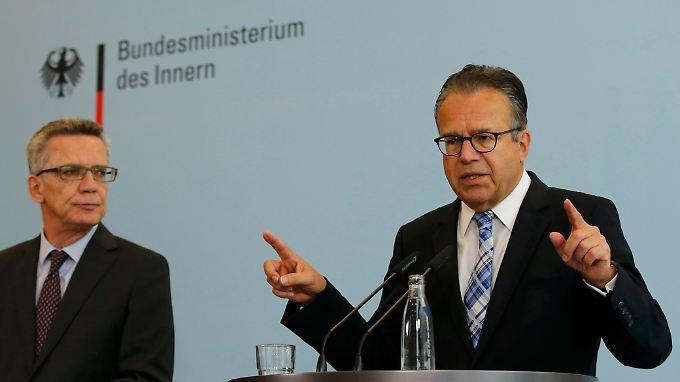 Frank-Jürgen Weise soll das Bundesamt für Migration und Flüchtlinge wieder flott machen - vor allem die lange Bearbeitungszeit der Asylanträge steht in der Kritik.