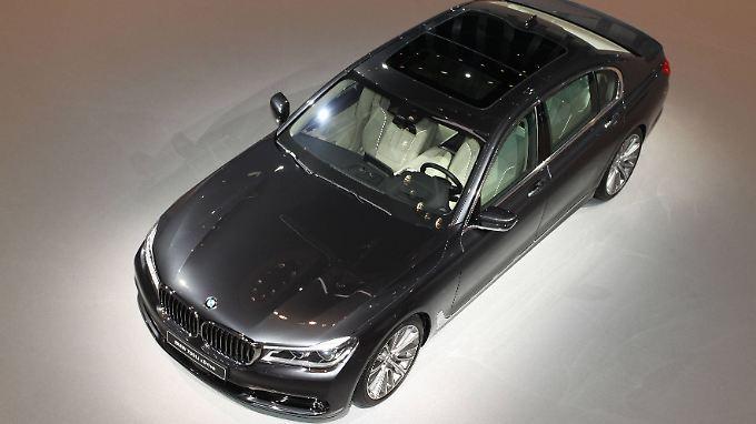 Weltpremiere Gestensteuerung: Neuer BMW 7er bietet Mercedes S-Klasse Paroli