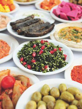 Reichgedeckter Tisch: In Israel wird gerne und vor allem gut gegessen.