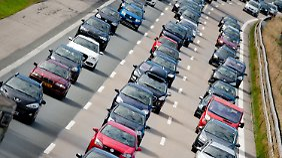 Durch den Ausbau von Straßen sollen vor allem Stau-Fallen bekämpft werden.