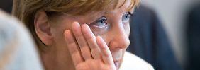 Kritik von allen Seiten: Warum Merkel Kurs hält
