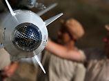 Luftangriffe auf IS-Stadt: Bomben töten 31 Zivilisten in Syrien