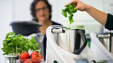 Kochen unter Anleitung: Küchenmaschinen übernehmen Führung